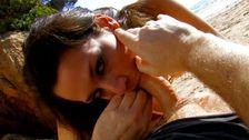 Vidéo porno en bikini à la plage pour latina avec un cul d'enfer