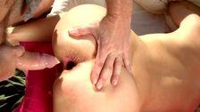 Bombe mature se retrouve avec un cul dilaté. Magnifique!