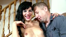 Une belle salope espagnole baise avec un pervers bien remonté