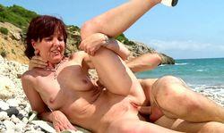 Du porno à la plage, peut être un bon programme de vacances