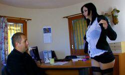 Porno au bureau: chaudes négociations avec la banquière